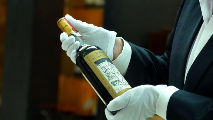 O sticlă de whisky scoţian de colecţie, vândută la licitaţie contra sumei record de 1,1 milioane de dolari