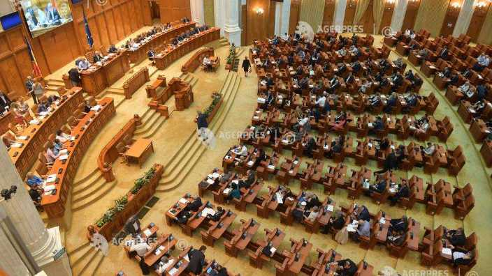 Parlamentul României va acorda distincţiile