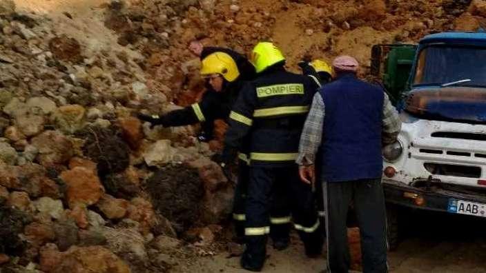 Un bărbat a decedat după ce peste el a căzut un morman mare de nisip dintr-o carieră