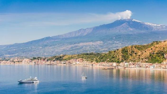 Risc de tsunami în Marea Mediterană? Vulcanul Etna se deplasează spre țărm
