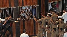 Scene violente în Parlamentul din Sri Lanka, unde premierul recent numit a pierdut a doua oară votul de încredere