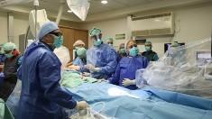 """Medicii au reataşat braţul unui bărbat care s-a accidentat cu o drujbă: """"A început să-şi mişte din nou degetele"""""""