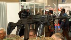 Parlamentul European recomandă verificarea mai strictă a exporturilor de arme din UE