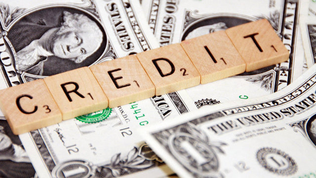 """Capcanele creditelor """"ieftine"""" oferite de organizațiile de microfinanțare"""