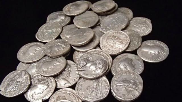 Un tezaur dacic complex, conţinând piese din argint şi din aur a fost descoperit în România