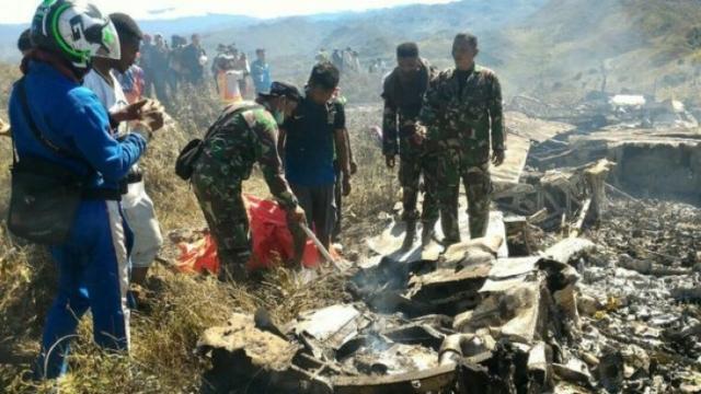 Accident de avion în Indonezia: Una dintre cutiile negre a fost recuperată