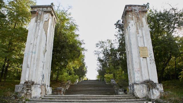 Reprezentanții partidelor politice proeuropene și unioniste au depus flori la cimitirele eroilor din R.Moldova
