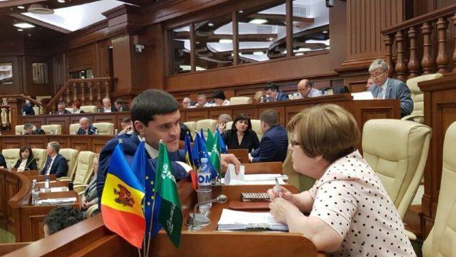 Deputata PLDM Maria Ciobanu susține că ar fi fost amenințată de Constantin Țuțu. Marian Lupu îi răspunde