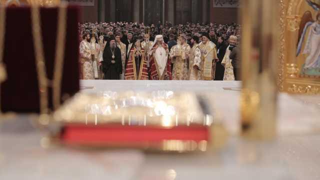 FOTO/VIDEO | 30.000 de oameni asistă la slujba de sfinţire a Catedralei Mântuirii Neamului, la București