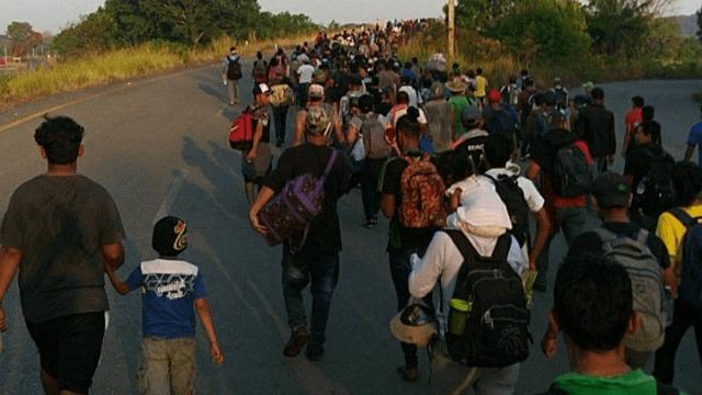 Donald Trump amenință cu 15.000 de soldați la frontiera cu Mexicul pentru a împiedica intrarea migranților din America centrală
