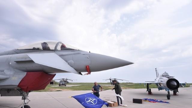 Ministrul român al Apărării: Flancul estic al NATO se confruntă cu o atitudine agresivă a Federației Ruse