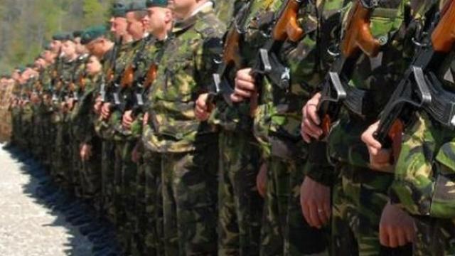 Militarii cu studii gimnaziale vor putea fi încadrați în serviciul militar prin contract