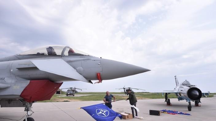 Ministrul român al Apărării: Flancul estic al NATO se confruntă cu o atitudine agresivă a Federaţiei Ruse