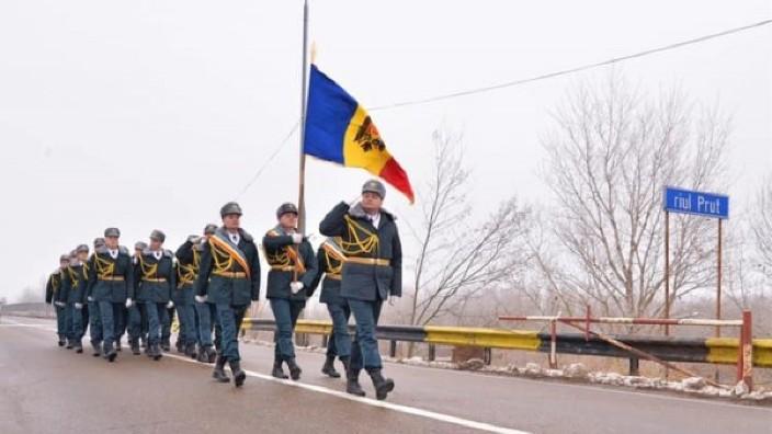 Militari ai Republicii Moldova au trecut Prutul pe jos, pentru a participa la parada de Ziua Națională a României