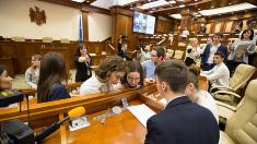 """Jocul intelectual pentru tineri """"Cunoaște-ți Parlamentul"""" la prima ediție"""