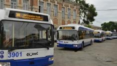 Panouri cu timp de așteptare, în stațiile de troleibuz din Chișinău, dar numai pentru o singură rută