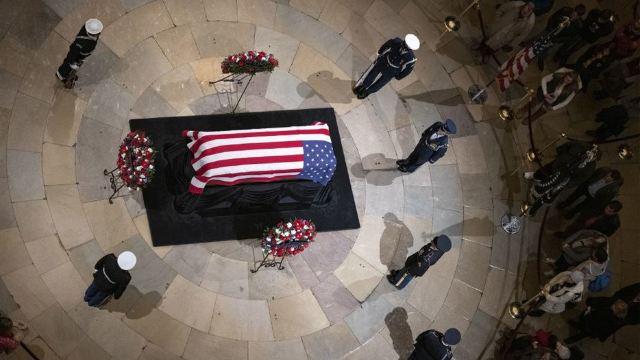 Fostul preşedinte american George H.W. Bush a fost înmormântat