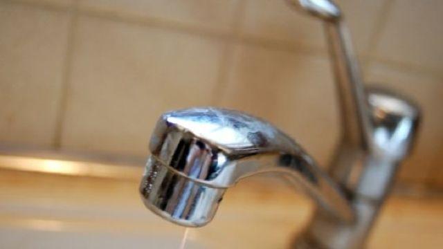 Mai mulți consumatori din capitală rămân astăzi fără apă la robinet