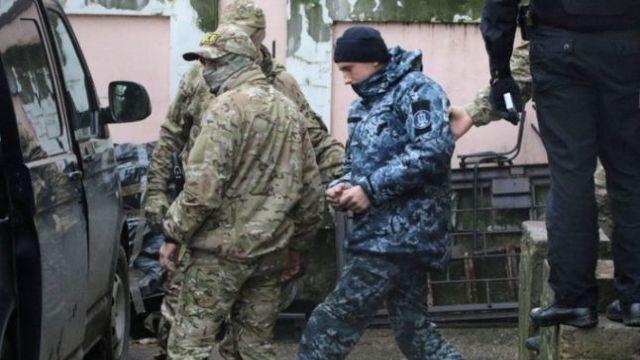 Marinarii ucraineni, capturaţi în Krimeea, au încălcat legea şi vor fi judecaţi, declară ministrul rus de externe