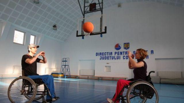 Persoanele cu dizabilități trebuie să fie incluse în societate, recomandă participanți la o conferință națională