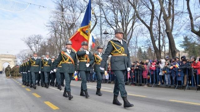 FOTO | Garda de Onoare a Republicii Moldova, la parada militară de la Bucureşti în anul Centenarului Marii Uniri