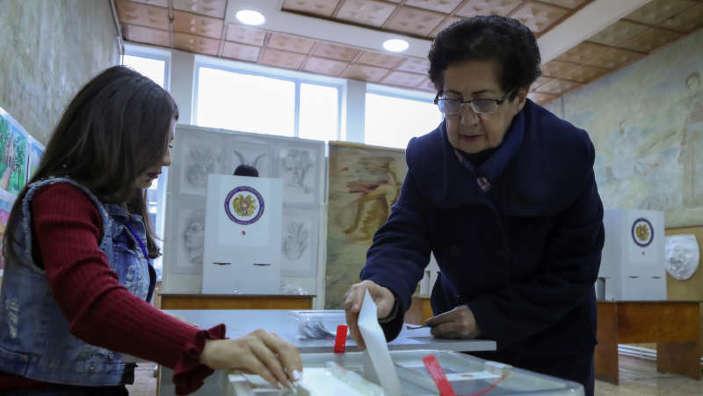 Armenia | Alegeri legislative anticipate, în cadrul cărora premierul Nikol Pashinyan speră să-și asigure majoritatea în Parlement