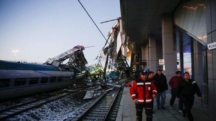 VIDEO | ACCIDENT feroviar în Turcia. Cel puțin patru morţi şi zeci de răniţi