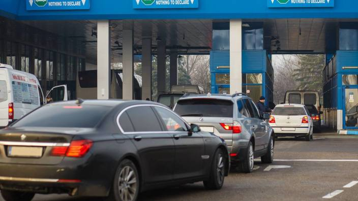 Zeci de mii de moldoveni care au importat anterior automobile nu vor mai putea introduce alte mașini în țară