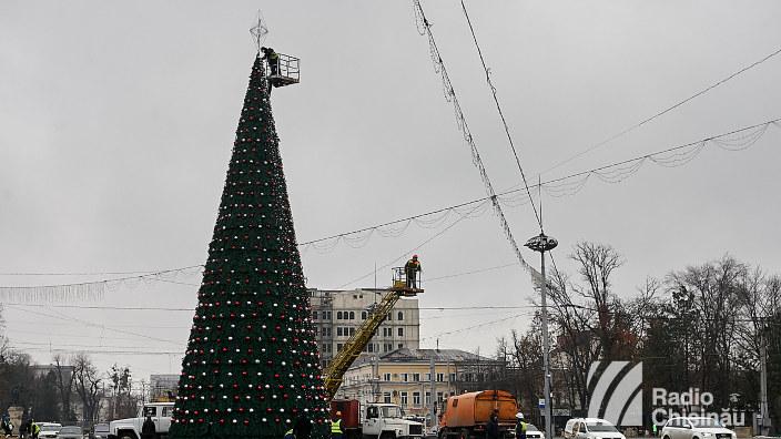 Pomul de Crăciun a fost inaugurat în centrul Capitalei