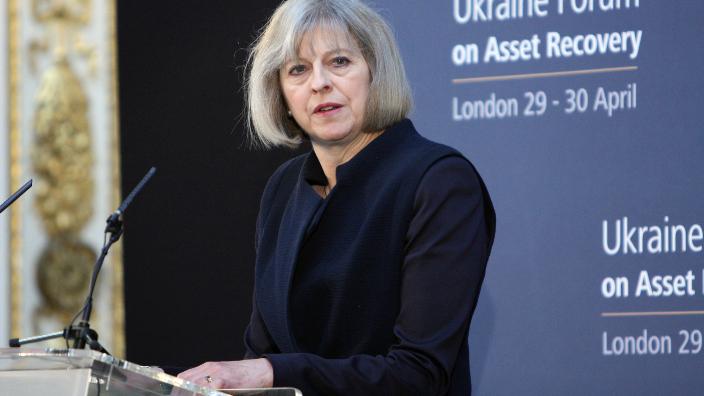 Theresa May a supravieţuit votului de neîncredere