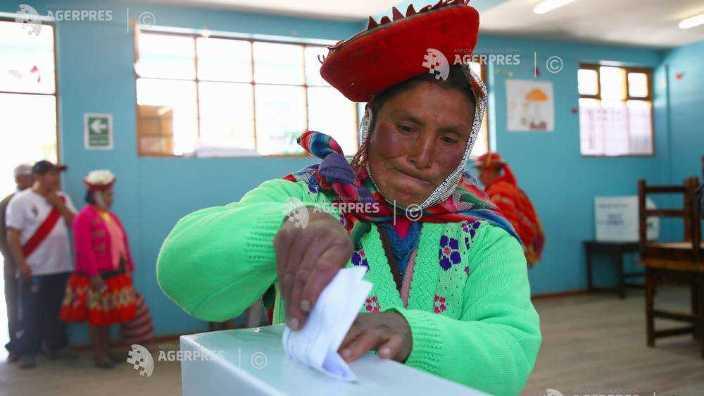 Peruanii au aprobat prin referendum ca actualii deputați să nu mai candideze la următoarele alegeri