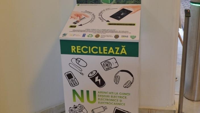 Deșeurilor electrice și electronice, colectate în primul tomberon special instalat la Primăria Chișinăului