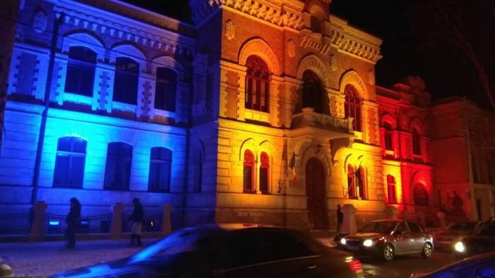 FOTO  Instituții de cultură și de stat din Chișinău au fost iluminate de 1 decembrie în culorile României