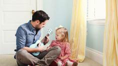 Curtea Constituțională: Și tații cu patru sau mai mulți copii pot beneficia de asigurare medicală gratuită