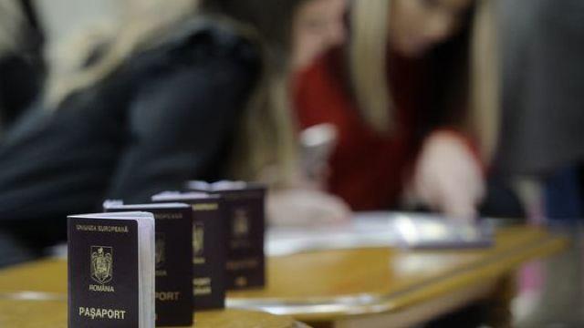 FOTO | Cum arată și ce elemente de securitate au noile pașapoarte românești