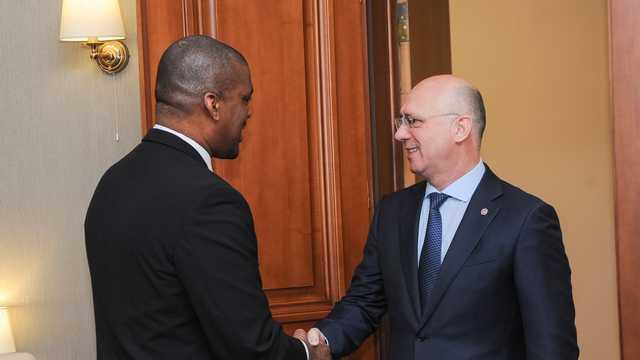 Premierul Pavel Filip și Ambasadorul SUA, Dereck J. Hogan, au discutat despre alegeri