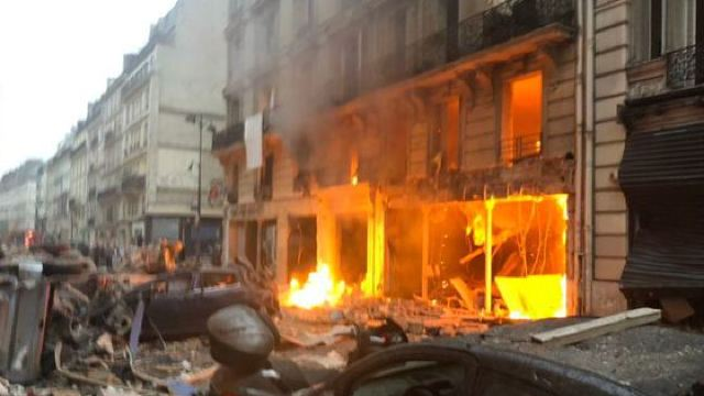 FOTO/VIDEO   Explozie foarte puternică la Paris, soldată cu numeroși răniți
