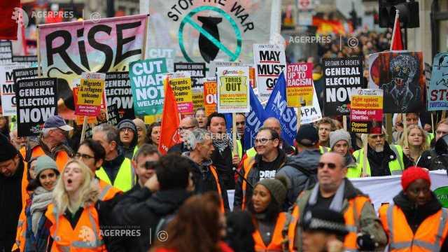 """""""Vestele Galbene"""" au ajuns și la Londra. Protest împotriva austerității în Marea Britanie"""