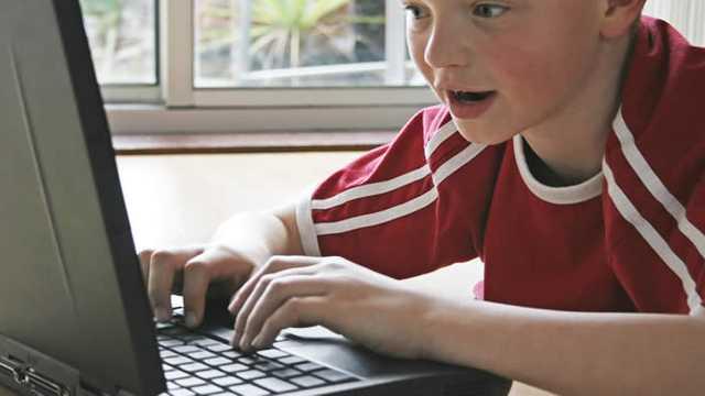 STUDIU | Cum este afectată dezvoltarea copiilor de timpul petrecut în fața ecranelor