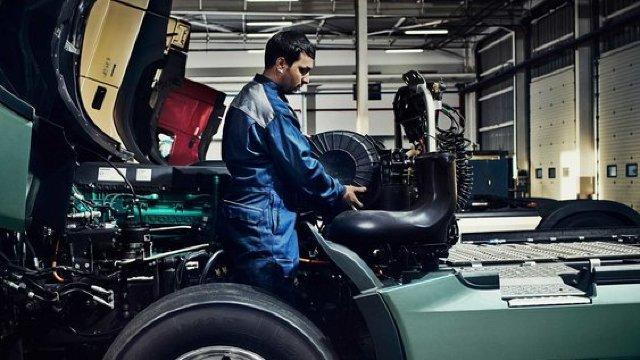 Volvo recheamă la service 200.000 de autovehicule pentru probleme la o conductă de combustibil