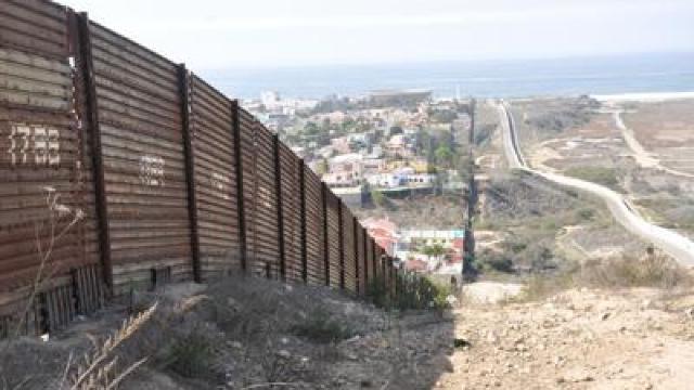 Donald Trump a găsit de unde să scoată fonduri pentru construirea zidului la graniţa cu Mexicul