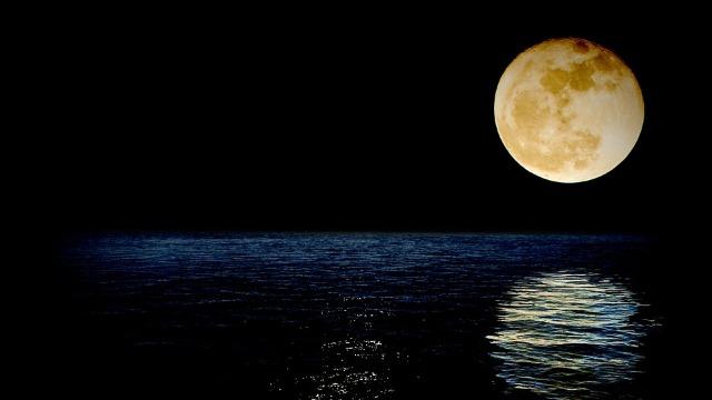 FOTO | Primele imagini panoramice de pe partea nevăzută a Lunii