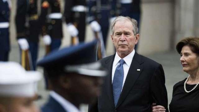 George W. Bush le-a adus pizza angajaților din Serviciul Secret, neplătiți din cauza crizei guvernamentale din SUA (FOTO)