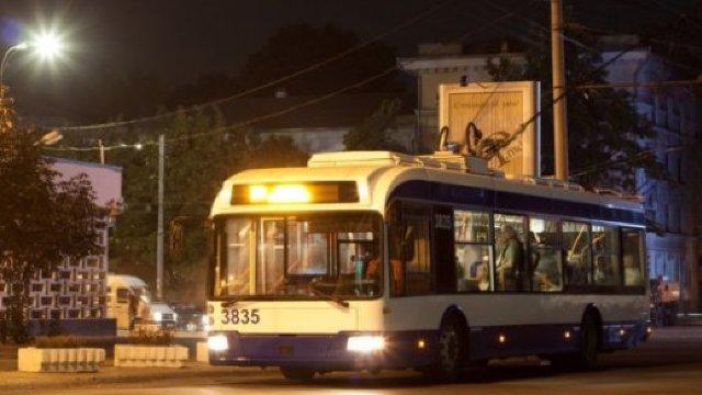 Troleibuzul numărul 8 va circula în Chișinău până după miezul nopții