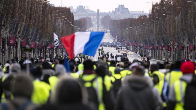 """Atenționare de călătorie în Franța, emisă de MAE de la București în legătură cu protestele """"vestelor galbene"""""""