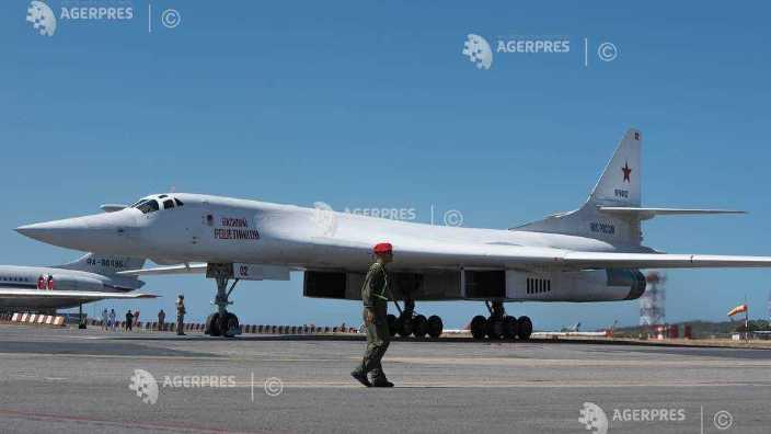 Rusia | Un bombardier strategic s-a prăbuşit la aterizare; doi morţi