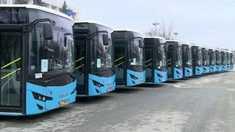 """Agora: """"O întrunire sub formă de expoziție a 31 de autobuze"""" (Revista presei)"""