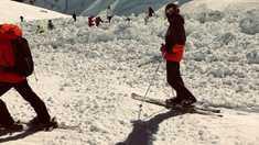 Mai mulţi schiori, îngropaţi de avalanşă la Crans-Montana, în Elveţia