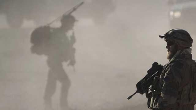 Zeci de militari, ucişi într-un atentat sinucigaş produs în Iran