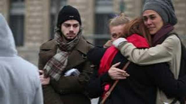 ALERTĂ la Paris | O persoană a fost rănită prin înjunghiere. Agresorul a fost împuşcat de forţele de ordine